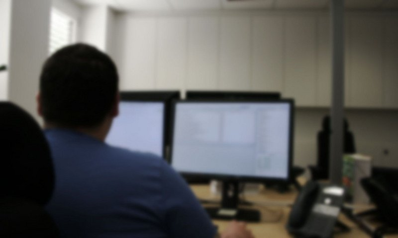 SEO-Agentur: Mitarbeiter vor PC